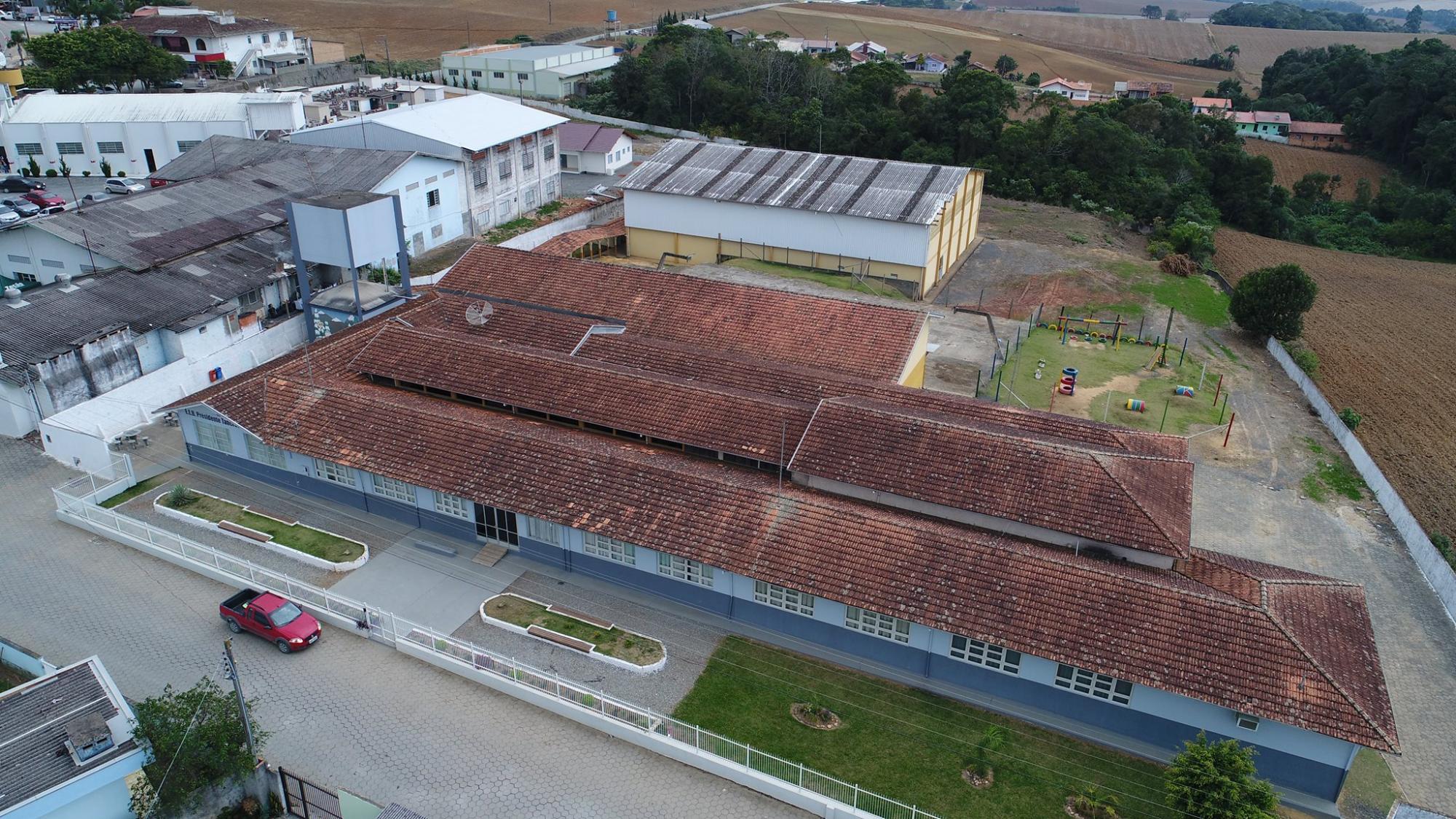 Alunos de escola estadual em Ituporanga ficam sem merenda escolar após empresa rescindir contrato com Governo do Estado