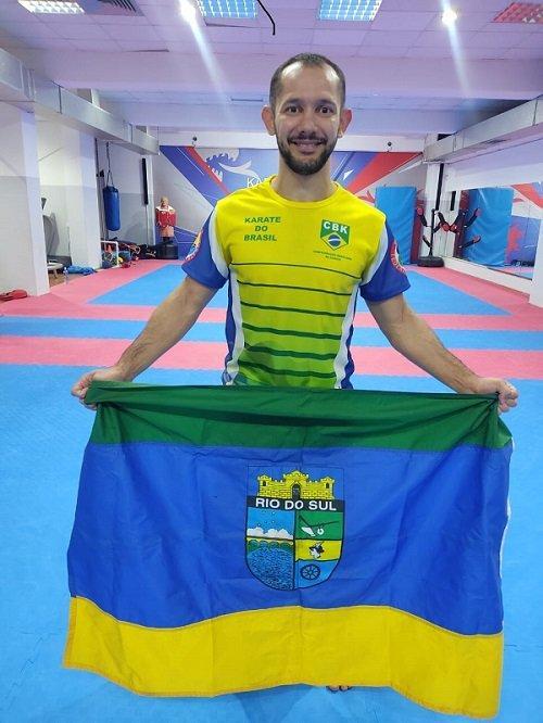 Carateca rio-sulense Edemilson Gutz dos Santos participa da etapa de abertura da Liga Mundial de Karatê em Portugal