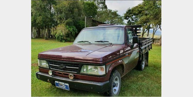 Camionete é furtada durante a madrugada desta quarta feira (12)