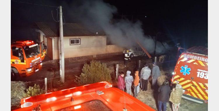 Incêndio destrói rancho e parte de residência em Bom Retiro